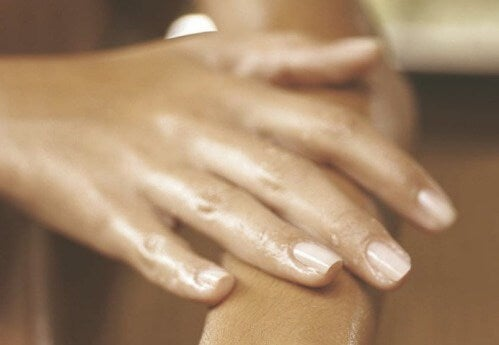 Λόγοι που τα χέρια πρήζονται: Τι να κάνετε