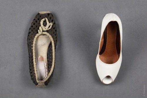 Κακοσμία στα παπούτσια - Δύο γυναικεία παπούτσια