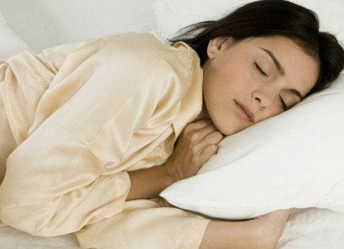 Κόβετε τη ζάχαρη - Γυναίκα κοιμάται