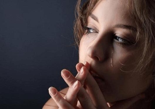 γυναικα σε θλιψη