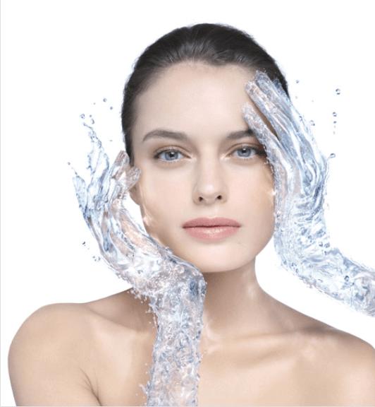 μικκυλιακό νερό σε γυναικα