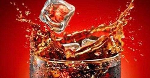 Τι συμβαίνει στο σώμα όταν πίνετε Coca Cola;