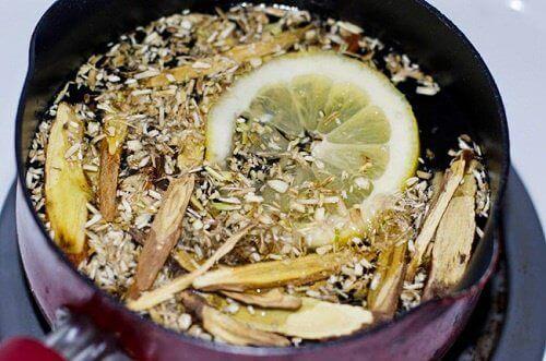 Σπιτικό σιρόπι για το βήχα και τα φλέγματα