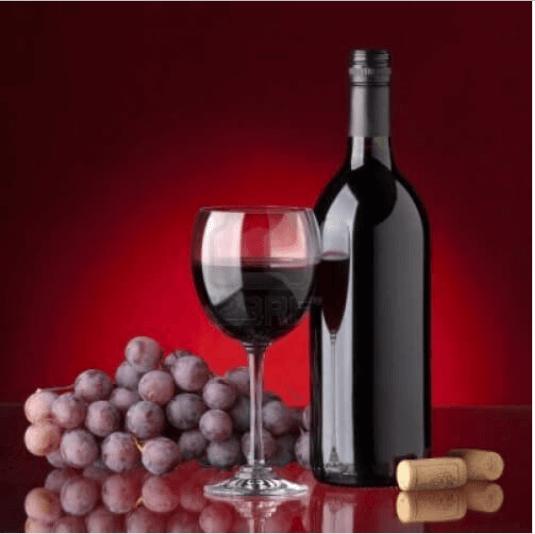 Το κόκκινο κρασί - Σταφύλια, ποτήρι και μπουκάλι με κόκκινο κρασί