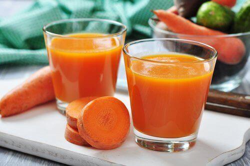 χυμοί καρότο καταπολεμούν το ουρικό οξύ