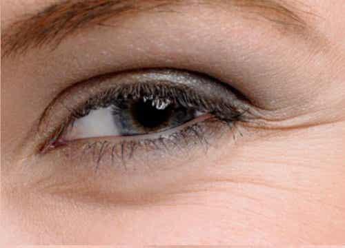 Λύσεις για όμορφα μάτια: Οικονομικές και φυσικές