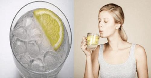 6 λόγοι για να πίνετε ζεστό νερό και όχι κρύο