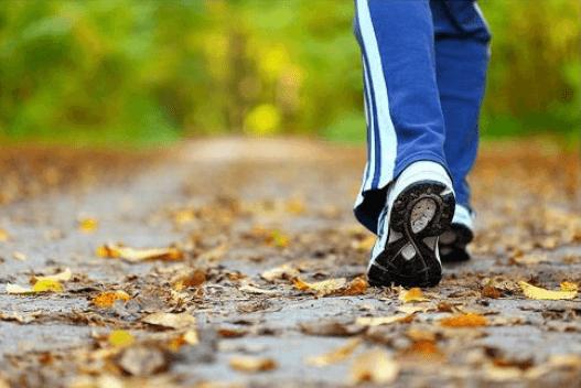 Λίπος της κοιλιάς - Άτομο περπατά