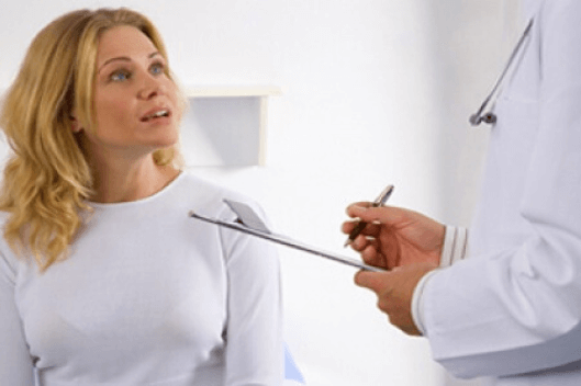 Λύσεις για πρησμένους λεμφαδένες - Ασθενής συνομιλεί με γιατρό