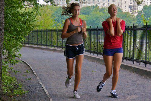 Λίπος στην πλάτη - Γυναίκες τρέχουν