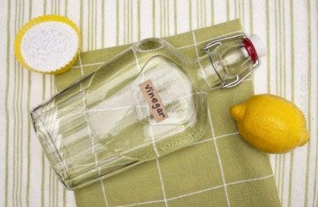 Απομάκρυνση της μούχλας - Λευκό ξύδι, λεμόνι και μαγειρική σόδα