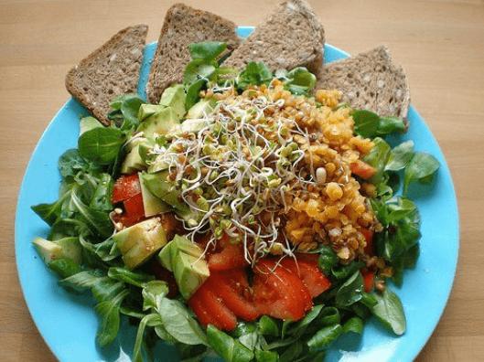 salata spanaki vlastoi ntomata