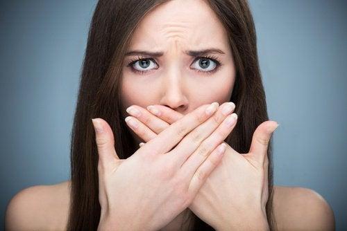 Πώς να εξαλείψετε την κακή αναπνοή μόνιμα