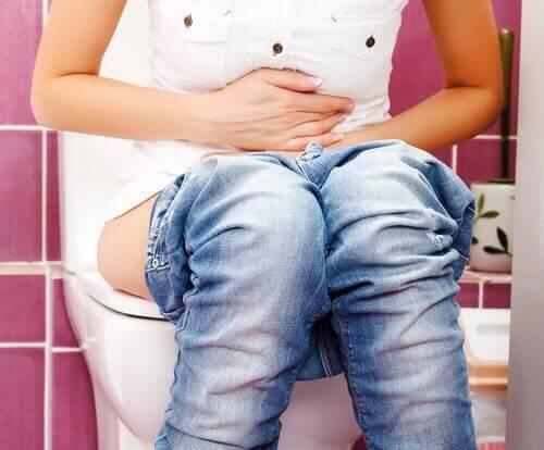 8 κορυφαίες θεραπείες για τη δυσκοιλιότητα