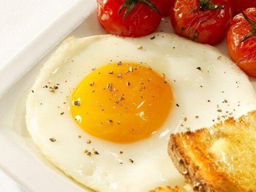 Θρεπτικές ουσίες - Τηγανιτό αβγό και ντομάτες