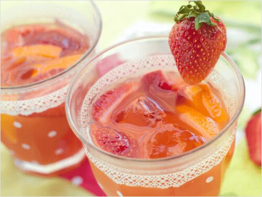 Υγιεινά φρούτα - Χυμός από φράουλες