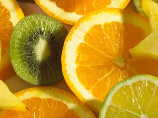 πορτοκαλι και ακτινιδιο- τροφές που εξαλείφουν τη βλέννα