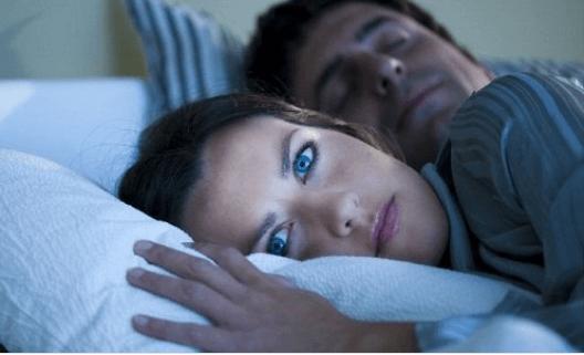 10 παράξενα πράγματα που συμβαίνουν όταν κοιμάστε