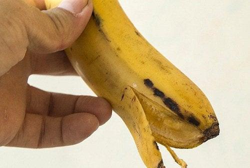 Πράσινη μπανάνα - Ξεφλουδίζοντας μπανάνα