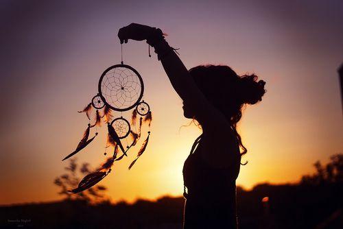 Προέλευση των ονειροπαγίδων - Γυναίκα κρατά ονειροπαγίδα