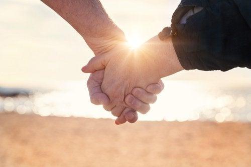 10 συνήθειες που έχουν τα υγιή ζευγάρια