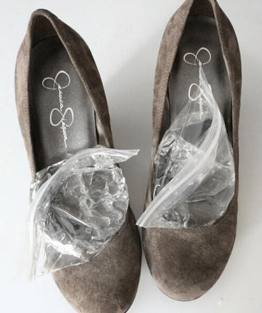 Στενά παπούτσια προκαλούν πόνο στα πόδια
