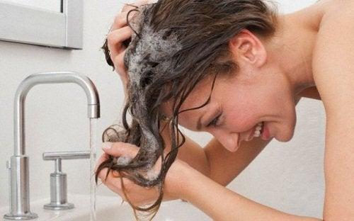σαμπουαν για λαμπερά μαλλιά