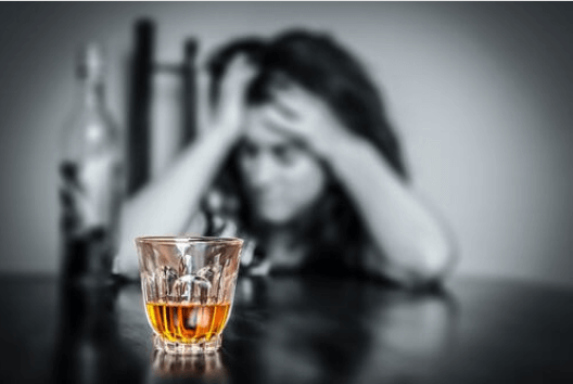 Λειτουργία του θυρεοειδή - Γυναίκα εθισμένη στο αλκοόλ