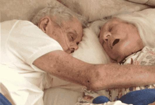 Μαζί για πάντα: πέθαναν χέρι-χέρι μετά 75 χρόνια γάμου