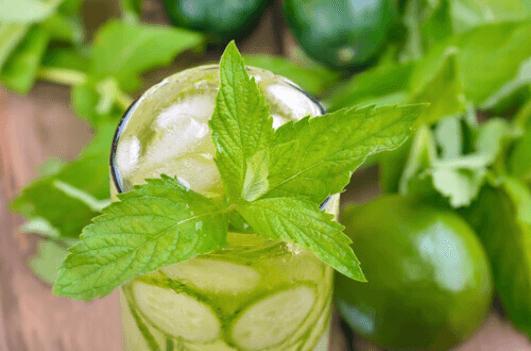 Συνταγή για νερό αποτοξίνωσης για τον καθαρισμό του σώματος