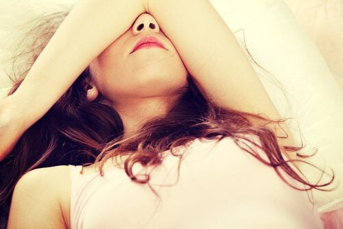 Θεραπεία για το άγχος - Γυναίκα ξαπλωμένη