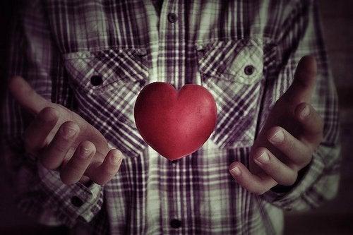 νερό με λεμόνι - καρδιά