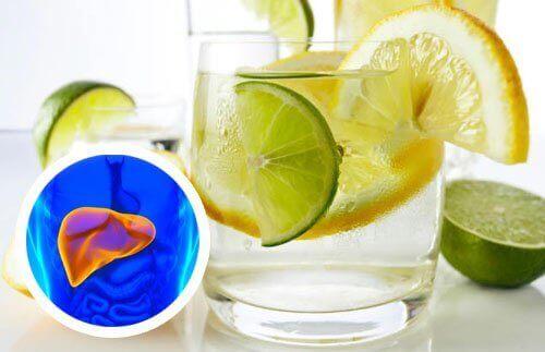 Νερό με λεμόνι για την καρδιά και το συκώτι