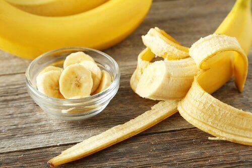 Φρούτα για τον καθαρισμό του παχέος εντέρου - Μπανάνα κομμένη