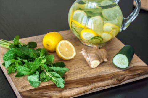 Συνταγή αποτοξίνωσης με λεμόνι, πιπερόριζα και αγγούρι