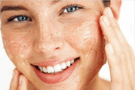 Πώς να κλείσετε εύκολα τους πόρους του δέρματος