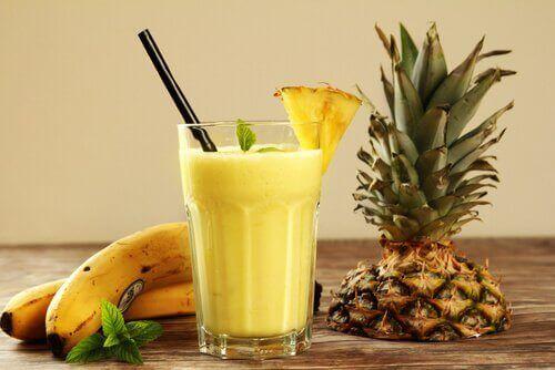 Smoothies και χυμοί - Χυμός από ανανά και μπανάνα
