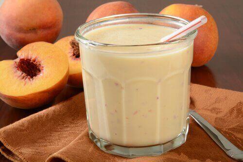 Smoothies και χυμοί - Smoothie με γιαούρτι και ροδάκινο