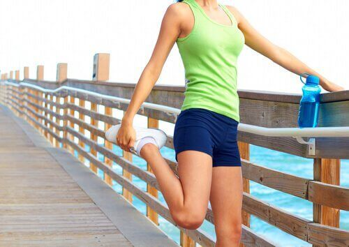 τον πόνο στη μέση διατάσεις ποδιών