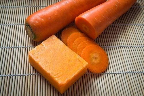 Σπιτικό σαπούνι με καρότο για όμορφο δέρμα