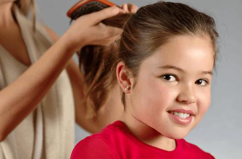 Μάθετε πώς να φροντίζετε τα παιδικά μαλλιά