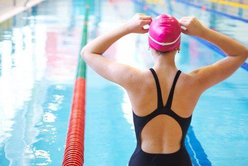 Ασκήσεις για τον πόνο στο γόνατο - Κολύμβηση