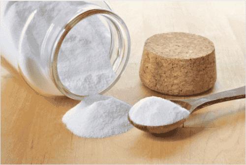 Χρησιμοποιήστε μαγειρική σόδα στο δέρμα και στα μαλλιά