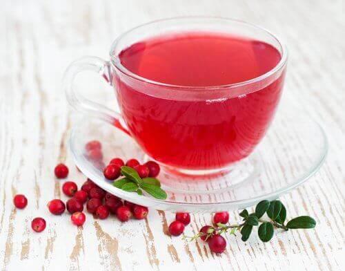 Αντιμετώπιση των λοιμώξεων - Χυμός κράνμπερι σε φλιτζάνι
