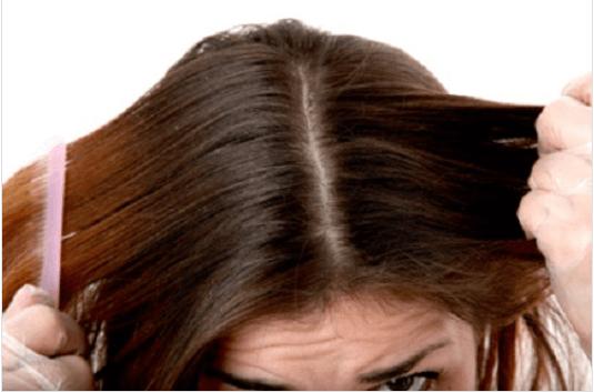 Το μηλόξυδο είναι εξαιρετικό - Γυναίκα τραβά τα μαλλιά της
