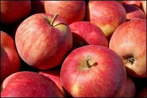 Οι ωφέλειες ενός μήλου την ημέρα - Πολλά κόκκινα μήλα