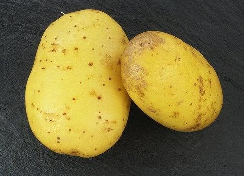 πατάτες για να μειώσετε τις ραγάδες