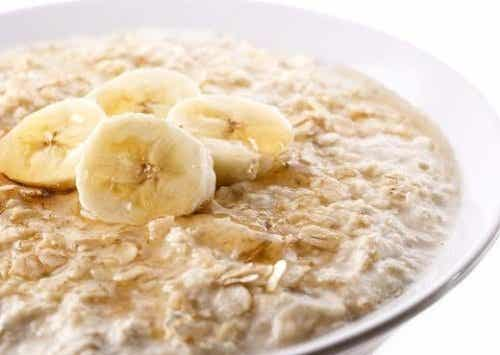 11 ωφέλειες της βρώμης συν μια συνταγή για πρωινό