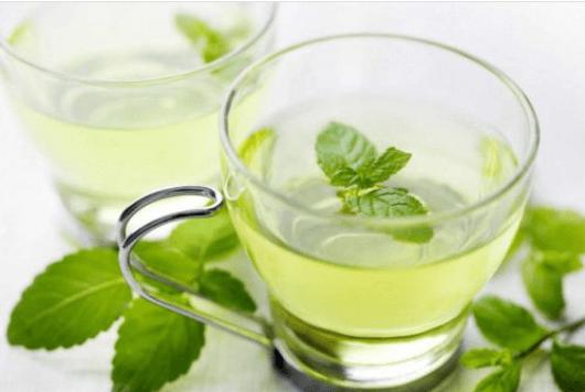 Απαλλαγείτε από τον πονοκέφαλο - Δύο φλιτζάνια με τσάι μέντας