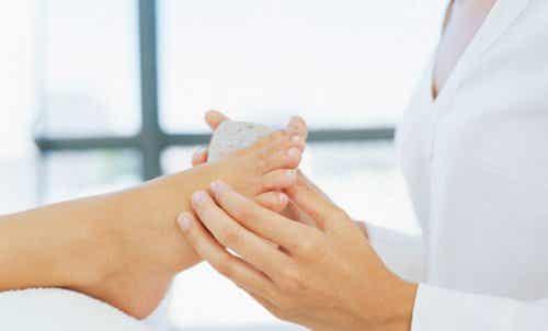 Σπιτικές θεραπείες για την αποτελεσματική αφαίρεση των κάλων